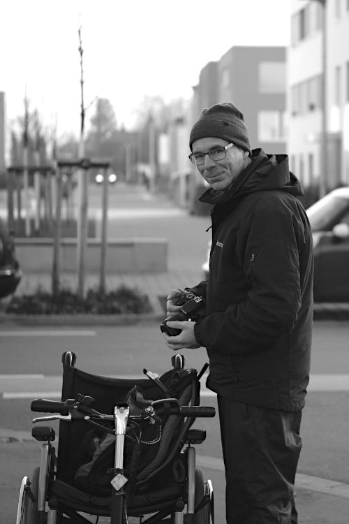 Mann mit Rollstuhl