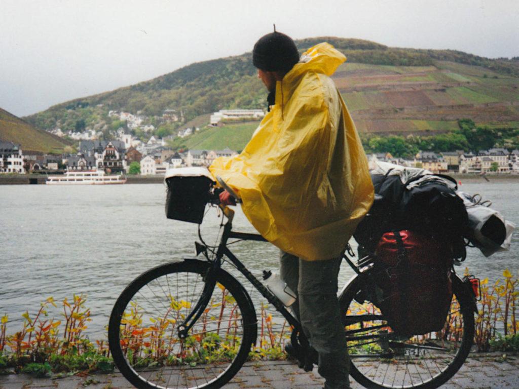 mit Rad am Rhein